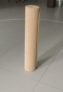 Poser le tapis à la verticale.